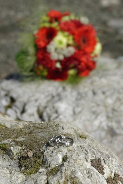 Hochzeitfoto mit Fokus auf den Ringen © Werner Blauhorn