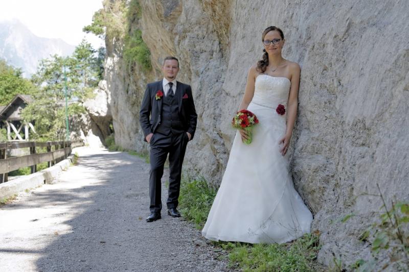 Hochzeitfoto: Brautpaar an Felswand © Werner Blauhorn
