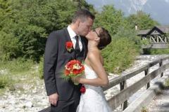 Hochzeitsfoto am Flußbett © Werner Blauhorn